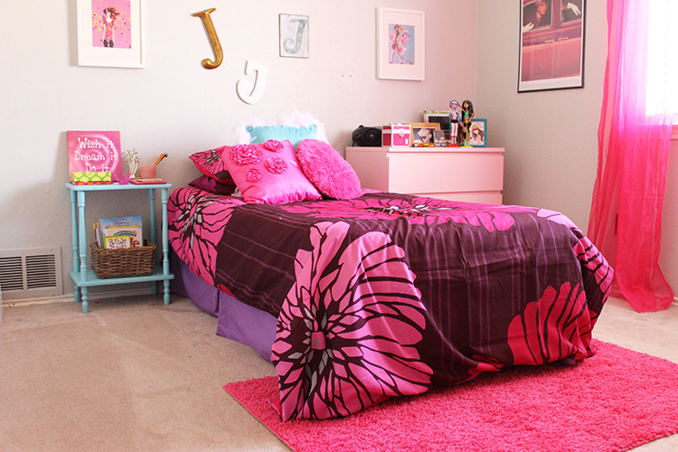 Children S Furniture For Small Rooms Design A Small Room For A Girl